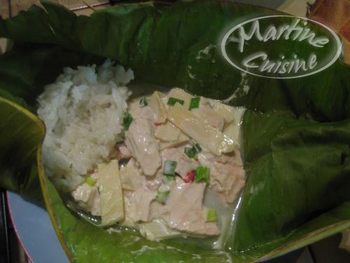 Poulet au lait de coco en feuille de bananier